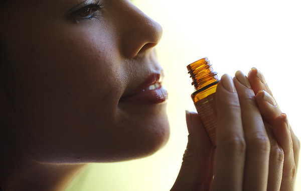 6 Ways to Use Essential Oils for Inhalation Therapy - Ellessco